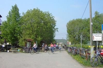 Rad und Wanderweg